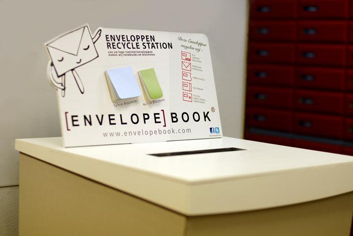 Enveloppen Recycle display bij PostNL Singel Amsterdam EnvelopeBook